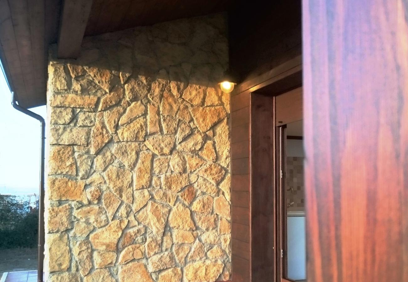 Casa con porche de madera